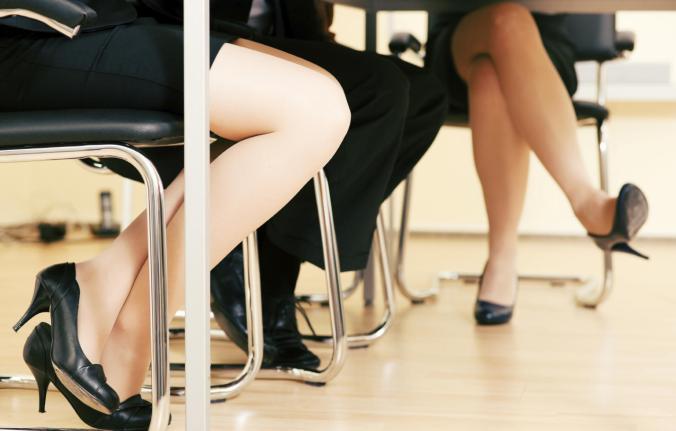 por-muy-comodo-que-te-parezca-cruzar-las-piernas-aunque-solo-sean-los-tobillos-es-muy-malo-para-la-circulacion-istock