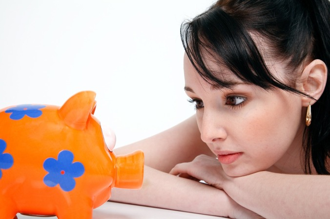 mujer-ahorrando